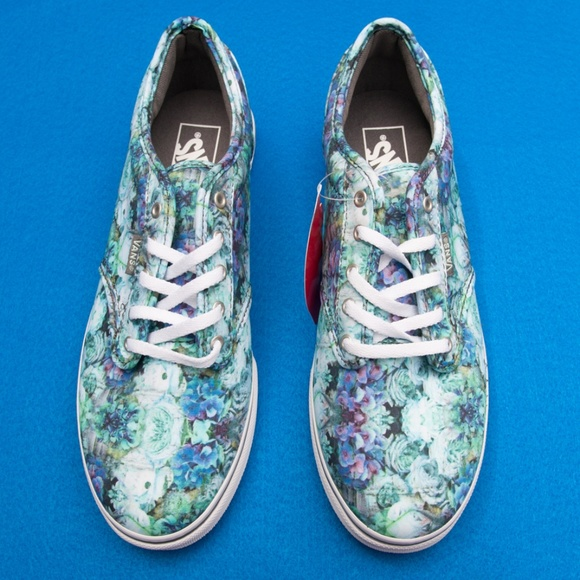 f5547e190a38 Floral Vans size 8.5 New in Box!